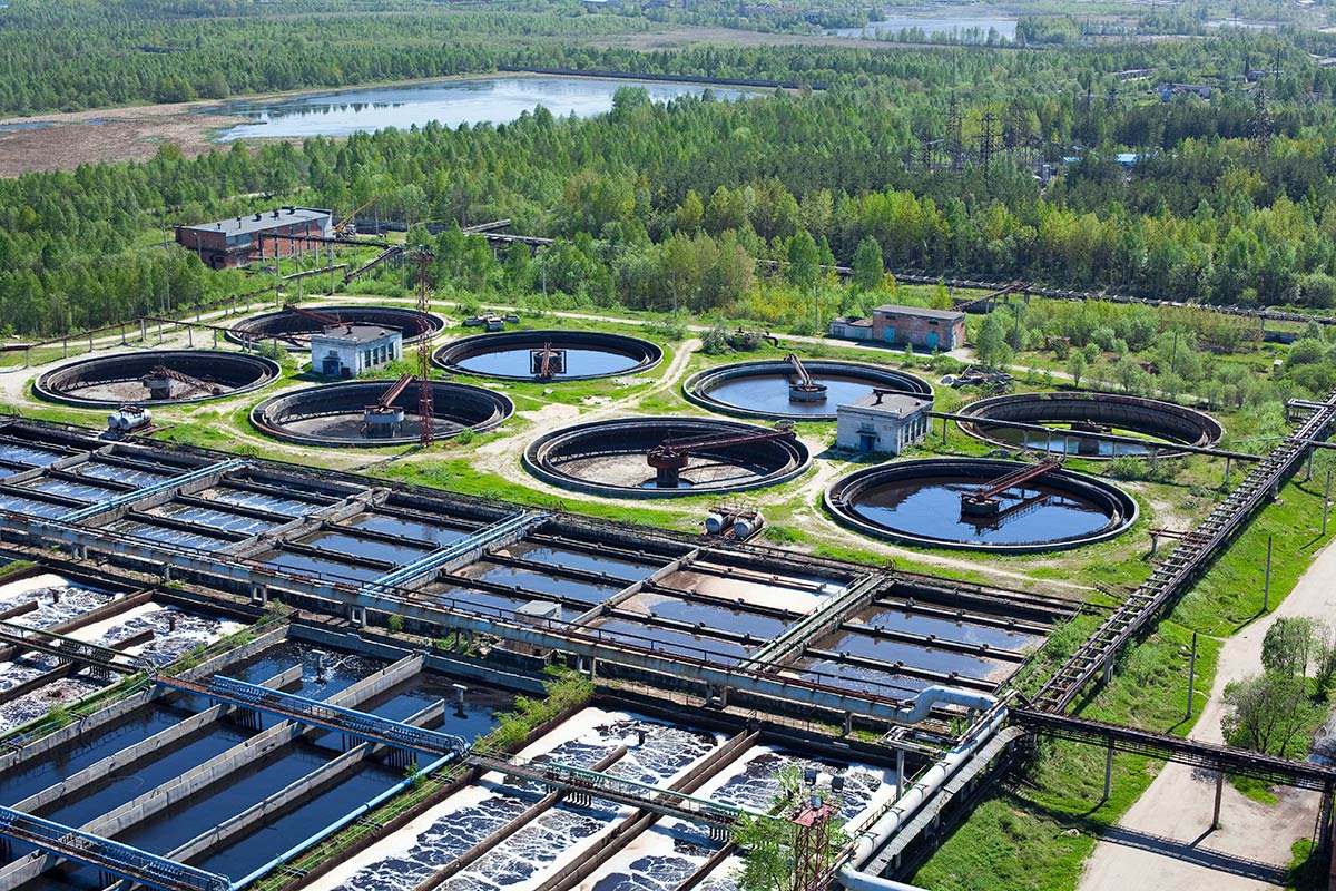 https://www.lkabminerals.com/wp-content/uploads/2019/03/water-treatment-plant.jpg